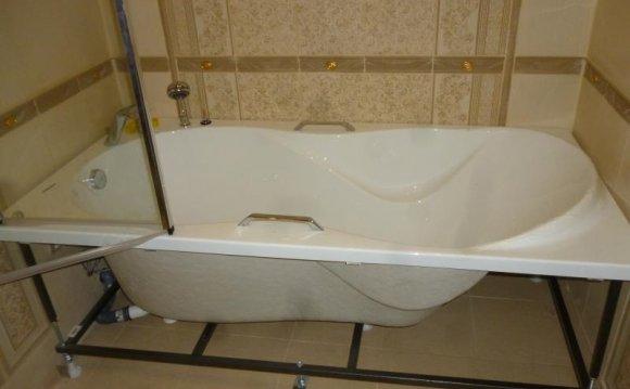 Установка ванни: як і на