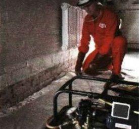 Нагнітання силіконового шару на внутрішню поверхню стіни