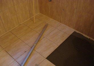 Укладання плитки на дерев'яну підлогу - це реально!